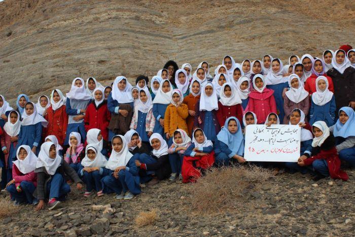 کوهپیمایی دختران نوجوان ورزشکاربه مناسبت ۱۲بهمن