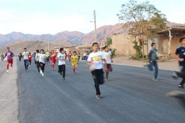 مسابقه دوی رهروان شهدا ویژه نوجوانان شهرستان کوهبنان به مناسبت گرامیداشت ۱۳ آبان