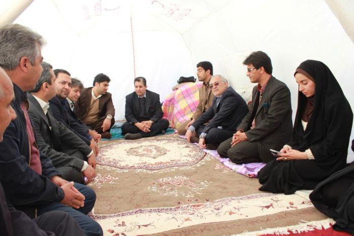 برگزاری جلسه مدیر کل اداره ورزش و جوانان در چادر زلزله زدگان شهرستان کوهبنان