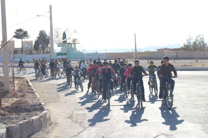 همایش دوچرخه سواری نوجوانان به مناسبت دهه فجر بخش طغرالجرد