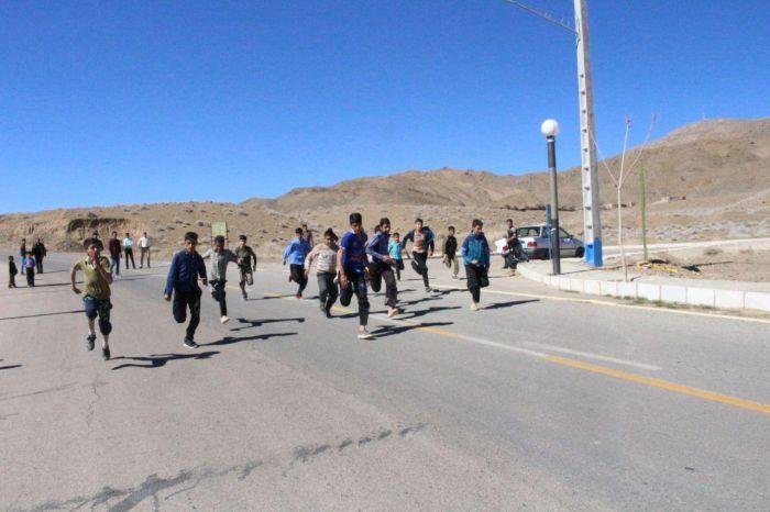 تصاویر مسابقات دوصحرانوردی نوجوانان روستای خانمکان شهرستان کوهبنان