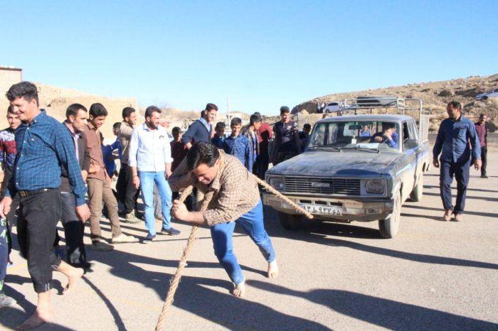 مسابقه کشیدن خودرو روستای خانمکان شهرستان کوهبنان