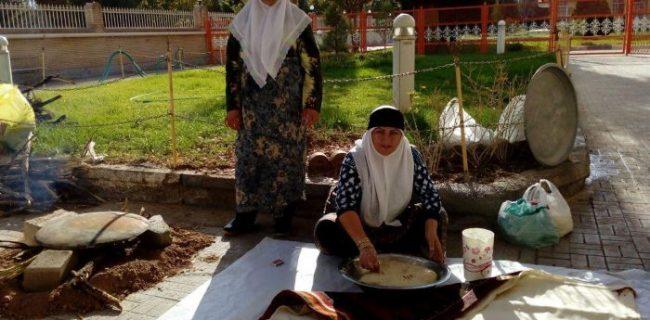 حضور بانوان دهستان جور شهرستان کوهبنان در جشنواره پخت نان سالم در مرکز استان