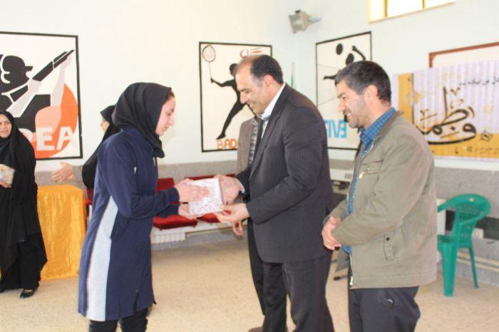 جشن بانوان ورزشکار شهرستان کوهبنان به مناسبت میلاد حضرت زهرا (س) وهفته زن برگزار شد.