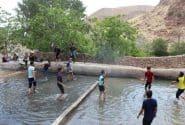 مسابقات والیبال در آب جوانان در روستای کهن