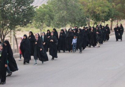 همایش پیاده روی بانوان شهرستان کوهبنان به مناسبت دهه کرامت وهفته حجاب وعفاف
