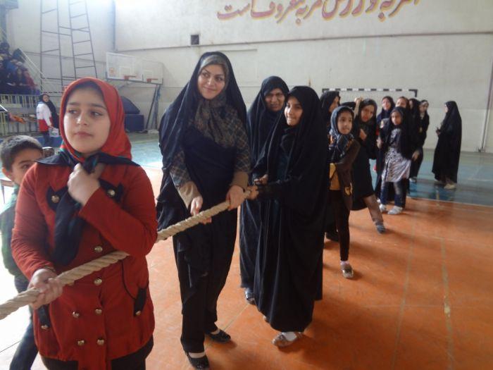 رقابت مادران و دختران به مناسبت هفته وحدت
