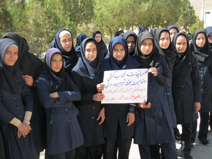 مسابقات طناب کشی  دبیرستان جنت هفته تربیت بدنی ۹۲