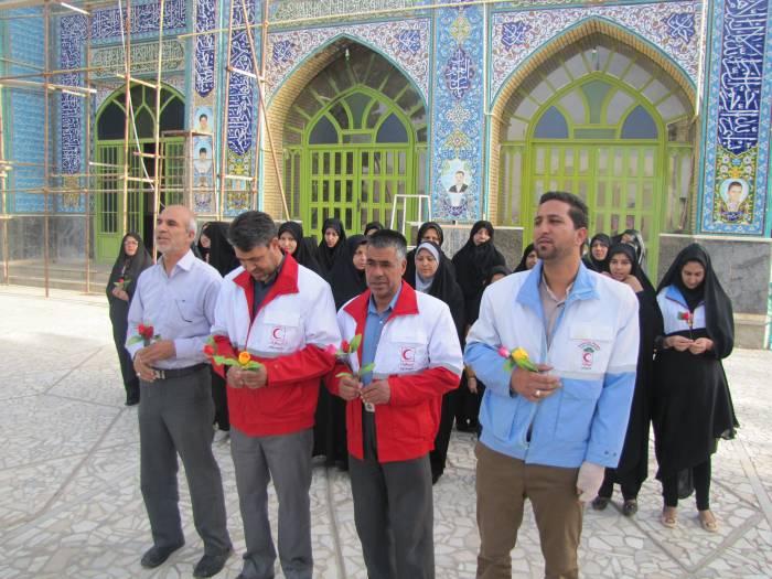 غبار روبی و عطر افشانی گلزار شهدا ء  به مناسبت هفته جوان